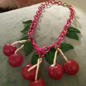 Jewelry - Vintage Bakelite necklace